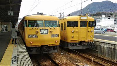 糸崎駅に停車中の中国地域色(濃黄色)の117系と115系