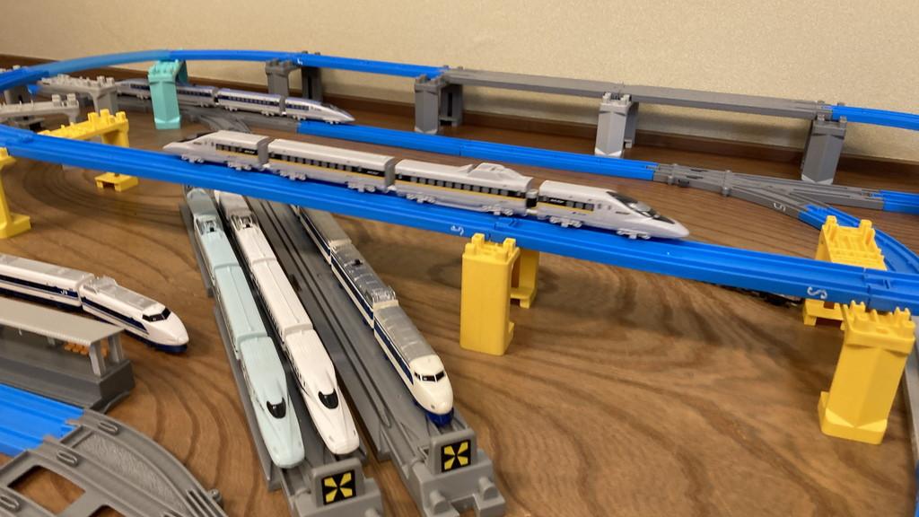 プラレールアドバンスの新幹線車両たち